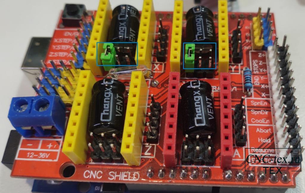Для начала, устанавливаем CNC shield v3 на Arduino UNO. Перед установкой драйверов необходимо установить перемычки деления шага.