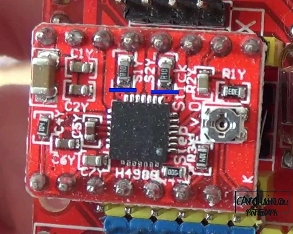 Формула Vref для A4988 изменяется от номинала токочувствительных резисторов. Это два черных прямоугольника на плате драйвера. Обычно подписаны R050 или R100.