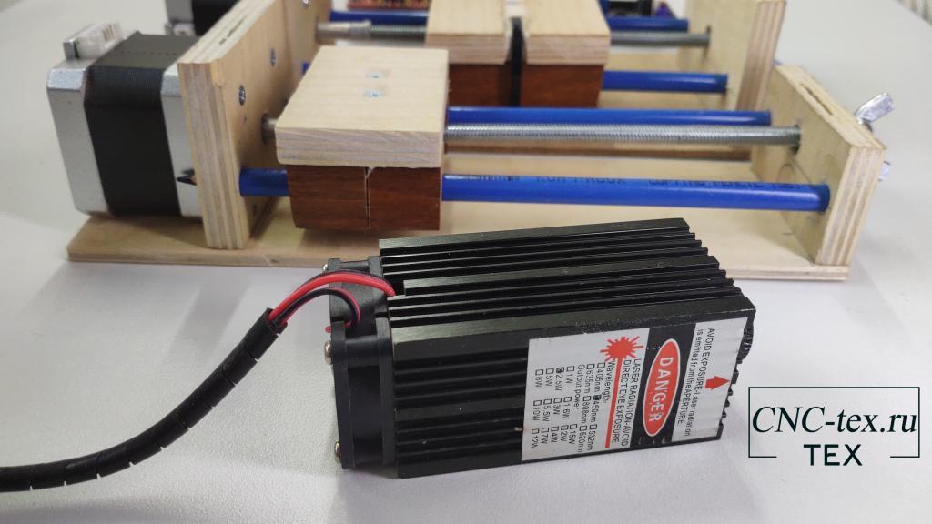 Лазерный модуль можно использовать в такой самоделке и подешевле, например, на 500 mw.